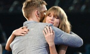 34a9fbc700000578-3622642-love_and_affection_harris_congratulates_taylor_at_the_iheartradi-m-3_1464904962590
