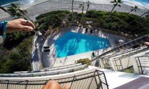 maluco-salta-para-piscina